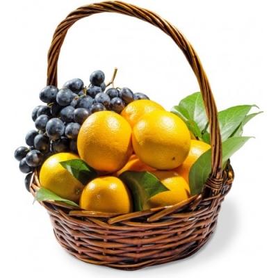 Корзина с виноградом и апельсинами