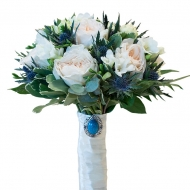 Пионовидные розы и эрингиум