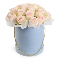 Композиция из роз в подарочной коробочке