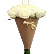 Букет роз в крафт-пакете