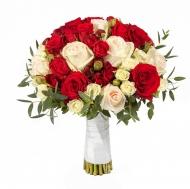 Красно-белый букет из роз
